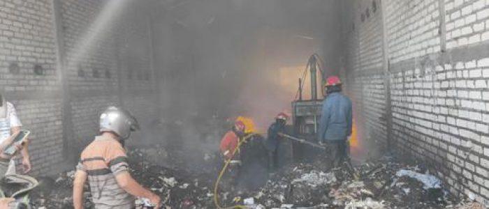 Bakar Sampah, Gudang Kertas di Prambon Ikut Terbakar