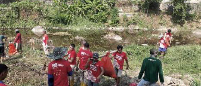 Ribuan Relawan Gelar Aksi Bersih-bersih Sungai Cumpleng