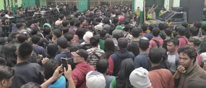Demi Tiket Final Piala Gubernur Jatim, Bonek Rela Antre