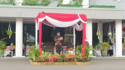 Plt Walikota Surabaya, Whisnu Sakti Buana memimpin aprl persiapan pengamanan malam tahun baru.@KBID2020